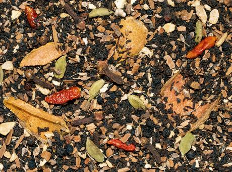 Gewürzteemischung mit schwarzem Tee Kurkuma Chai ohne Zusatz von Aroma